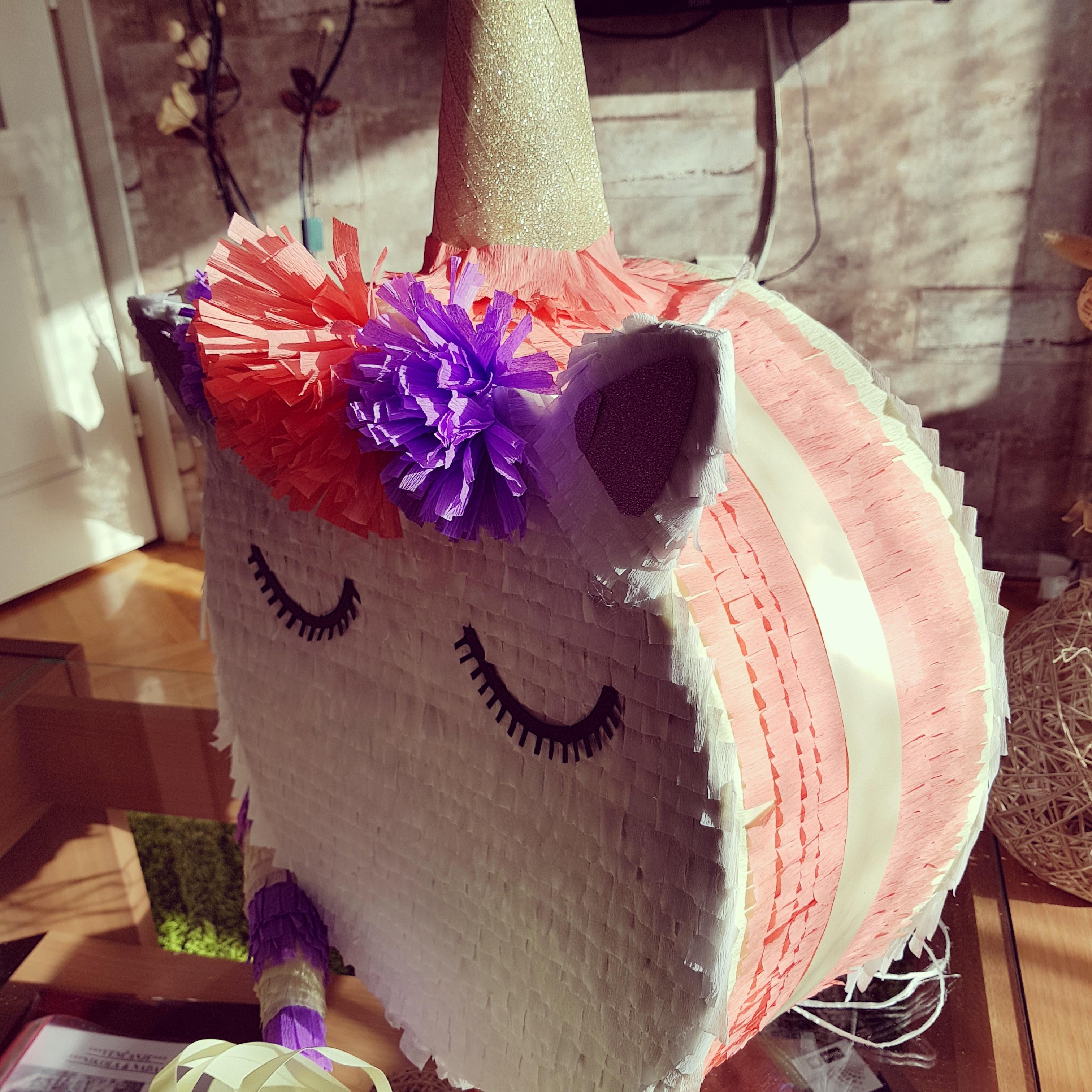 Pinata unicorn